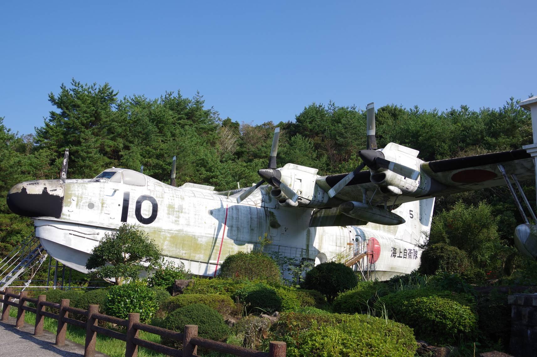 海中水族館シードーナツの隣にある戦闘機