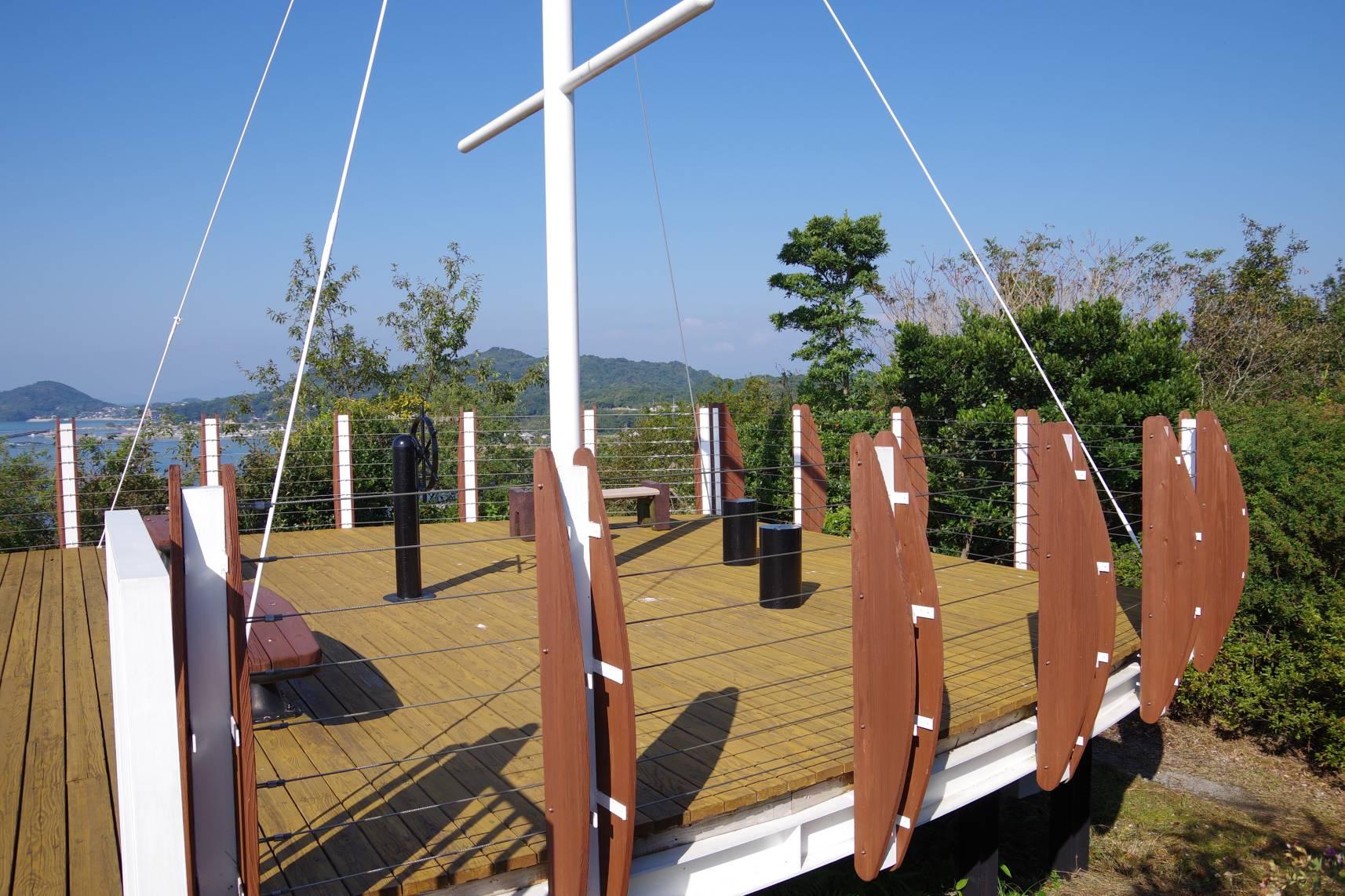 スパ・タラソ天草横の高台(空に浮かぶ船)