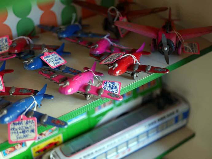 昭和レトロショップ懐かし屋の飛行機のおもちゃ