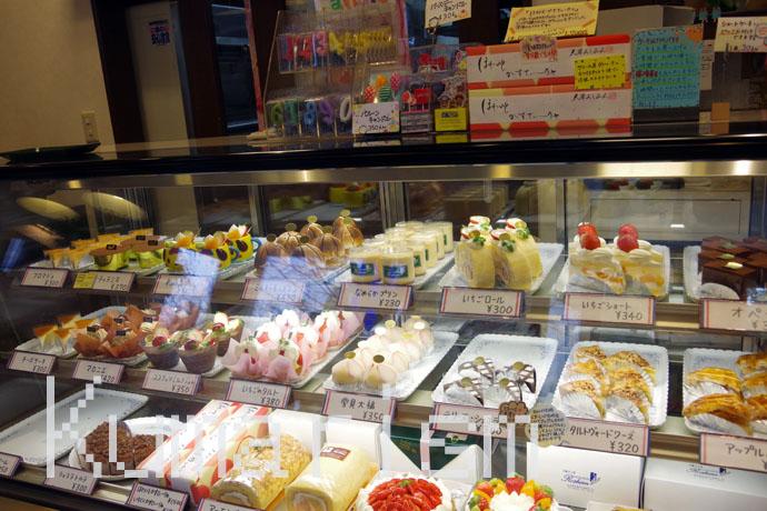 ロシアン洋菓子店 ショーケース