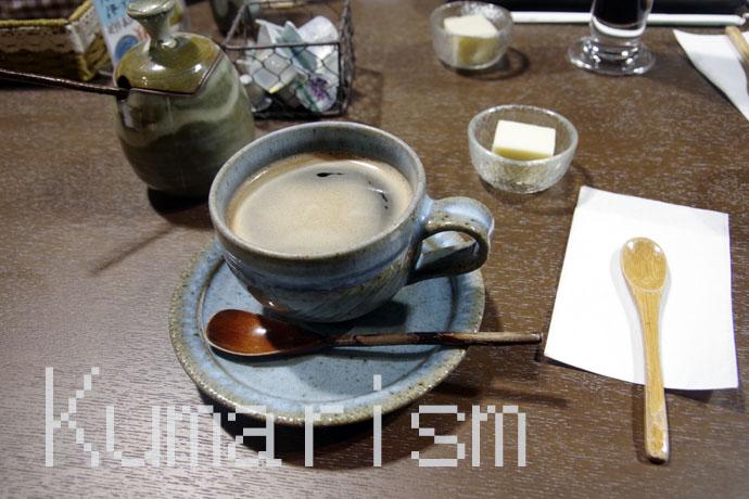 デザートと小代焼の器でいただくコーヒー