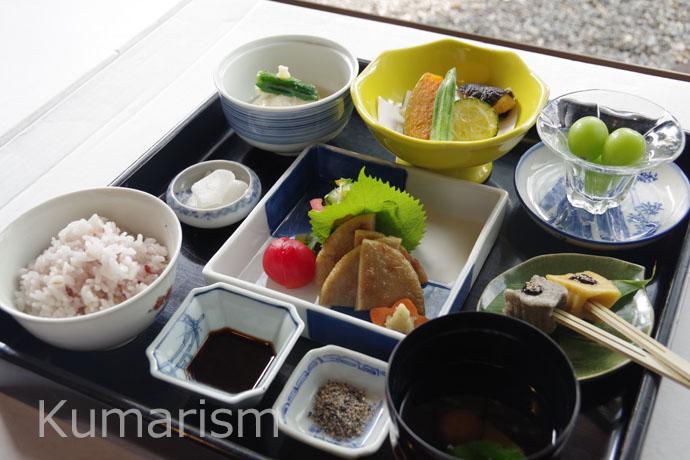 麩のお刺身・季節の季節の野菜を使ったバラエティ豊かな御膳です。