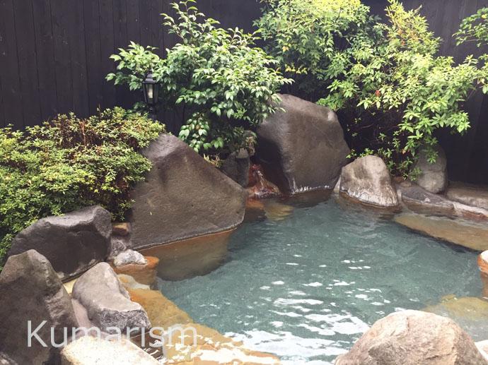 ややの湯さんの客室露天風呂は、屋根付きのため、雨の日でも楽しめます。