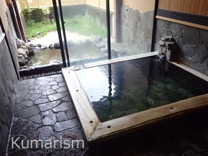 鷹の家さんの露天風呂がついた客室。