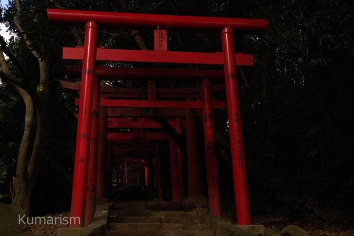 富岡稲荷神社へ向かう道
