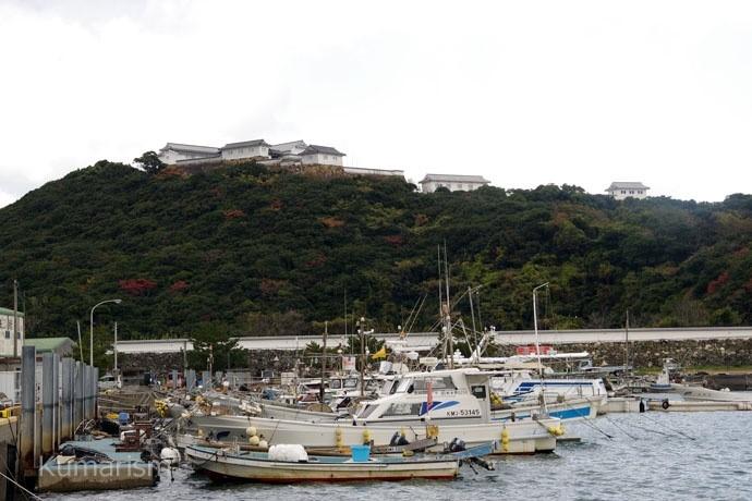 富岡港からみた富岡城