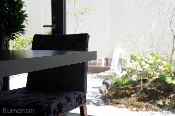 喜寿 窓側の席