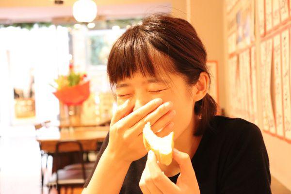 アヒージョを食べる