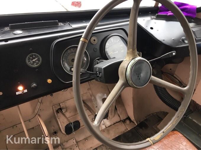 マロン号の運転席