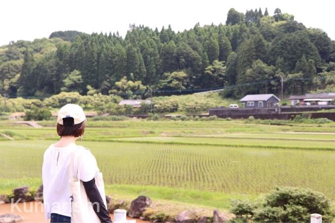田園風景を眺めるメンバー