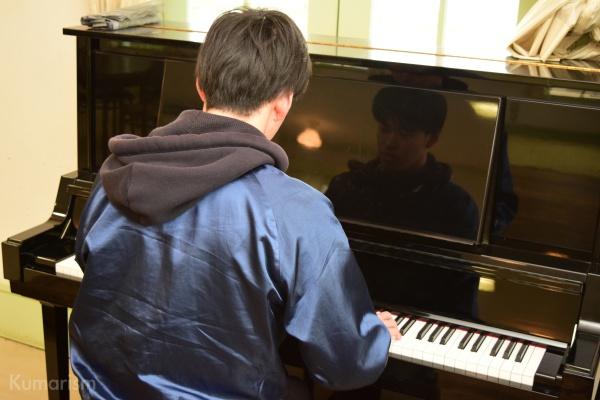ピアノを弾く記事執筆者