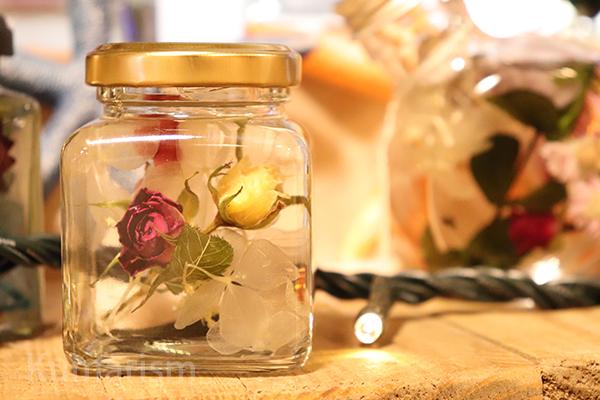 小さなバラを使ったハーバリウム