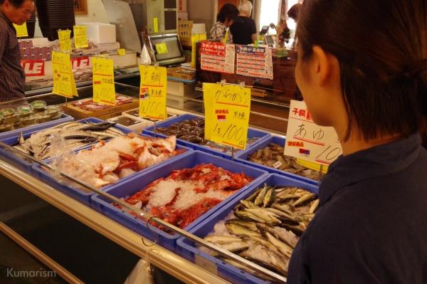 100円の魚が並んでいます