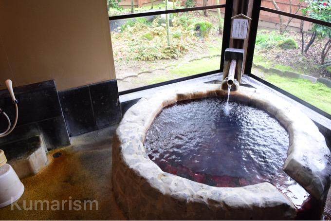 丸い形の温泉