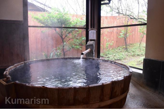 竹で作られた温泉