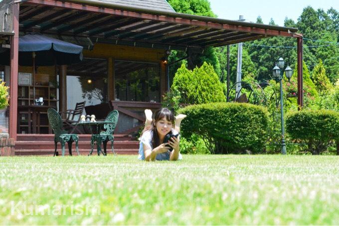 テラス外の芝生で自然を満喫