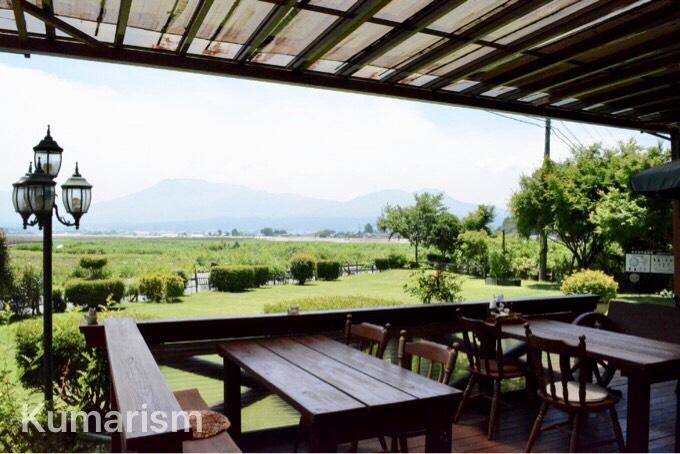 テラス席では阿蘇の大自然を眺めながら食事を楽しめます!
