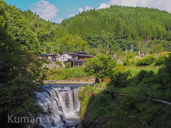 遊歩道からの鍋釜滝