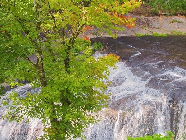 別角度からの鍋釜滝