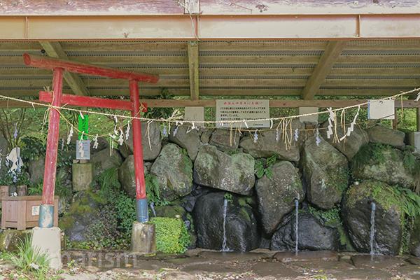 立岩の湧水