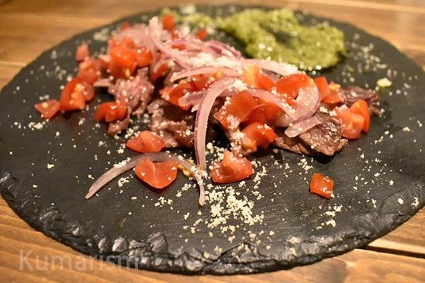 カンガルーの炙りカルパッチョ